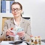 vrouw-telt-geld