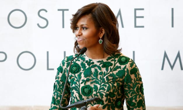 Zie hoe Michelle Obama Trump op zijn plaats zet
