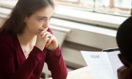 Vrouwen geven eerder op na een afwijzing voor een promotie of sollicitatie