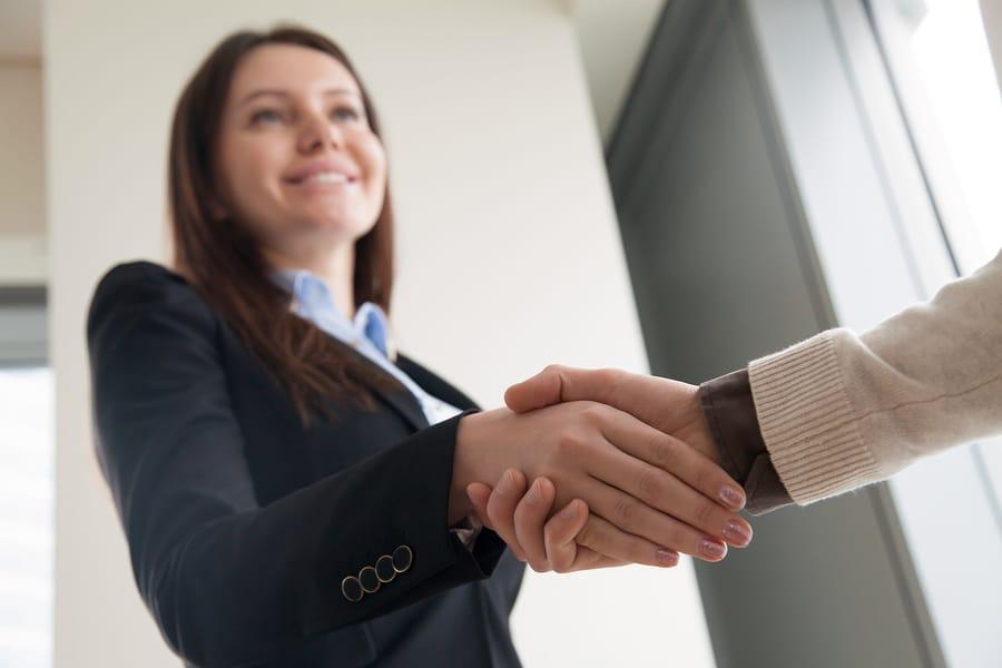 Vrouwen: bluf wat vaker in een onderhandeling