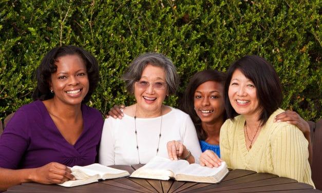 """Vrouwen boven de vijftig """"wandelend op zoek naar werk"""""""