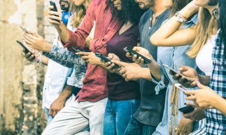 """Altijd aan het werk: ook werkgever en collega's dragen bij aan """"smartphoneverslaving"""""""