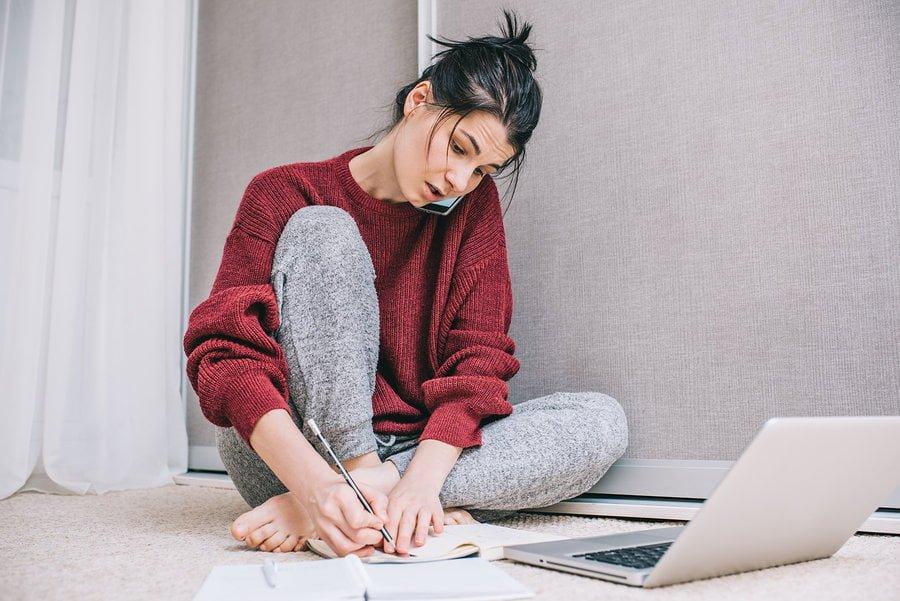 Meer dan de helft van de vrouwen voelt zich verplicht buiten werktijd door te werken