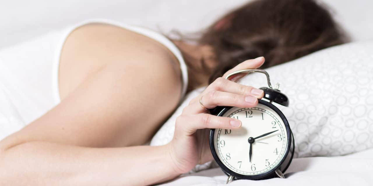 Wetenschappelijk bewezen: vrouwen zouden langer in bed moet blijven liggen dan mannen