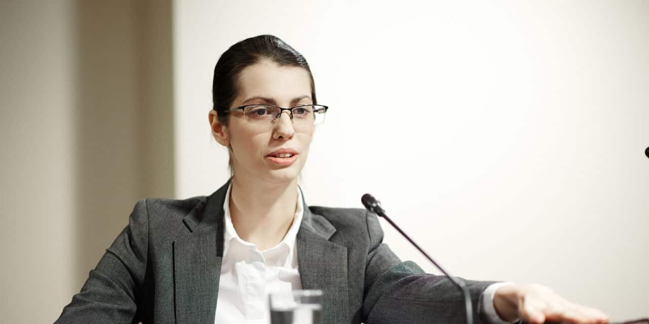Minister zet in op meer vrouwen in politiek en bestuur