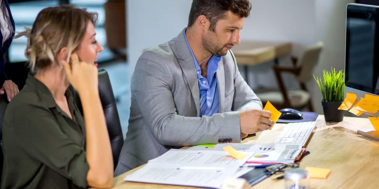 Waarom werken vrouwen meer, maar mannen niet minder?