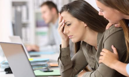 Hoe bespreek je de burn-out van je collega?