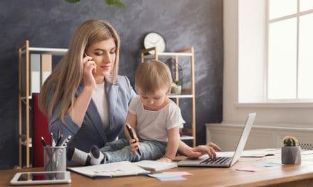 Inkomen van vrouwen daalt met 40% na hun eerste kind