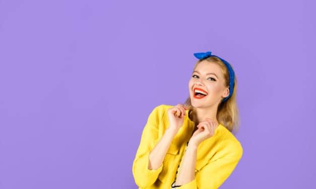 Waarom wordt aan vrouwen gevraagd om meer te glimlachen?