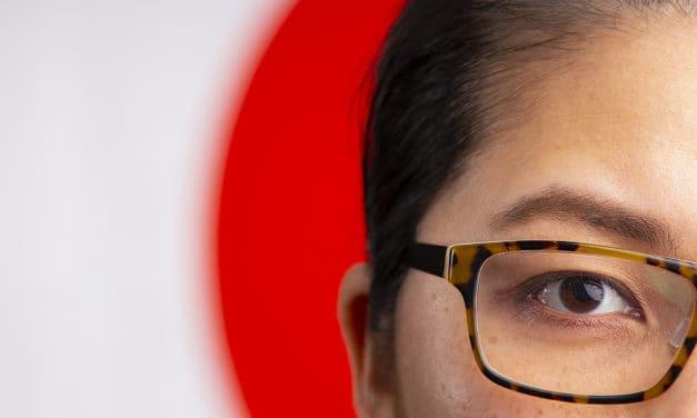 Geen bril voor Japanse vrouwen op het werk