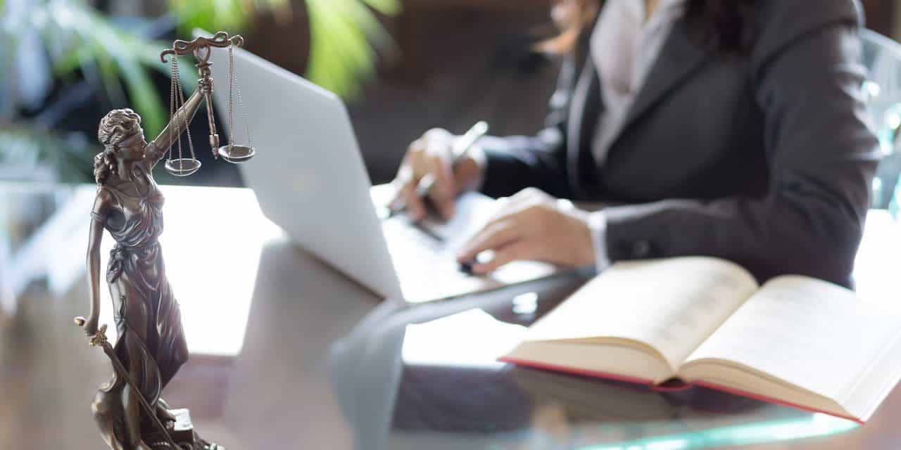Waarom verlaten zoveel jonge vrouwen de advocatuur?